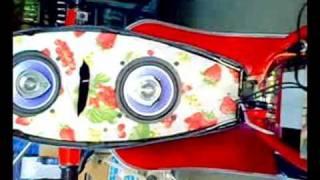 Vespa 50 special con impianto stereo