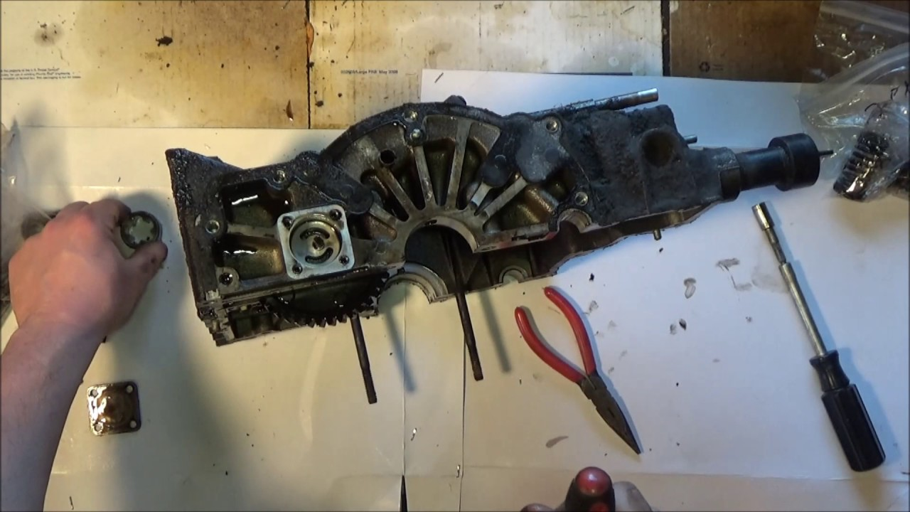 Kohler kt17 Rebuild Part 2: Crankcase Cleaning and Inpsection