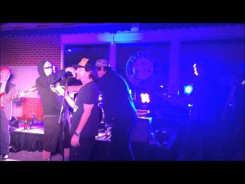 Eddie Vedder sings happy b-day to his brothers: Chicago Tribune