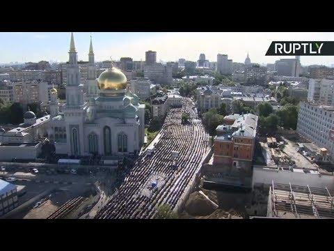 Мусульмане отмечают Ураза-байрам в Соборной мечети Москвы — LIVE