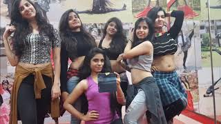 Hot dance by girls student in IIT bombay
