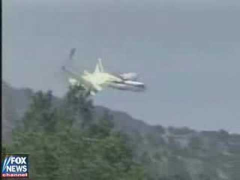 Raw Video Plane Loses Wings Crashes