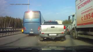 Автобус «Москва Чебоксары» протаранил 6 легковушек и фуру в Подмосковье
