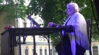 День Рождения Анны Ахматовой. Стихи поэта в саду Фонтанного дома.