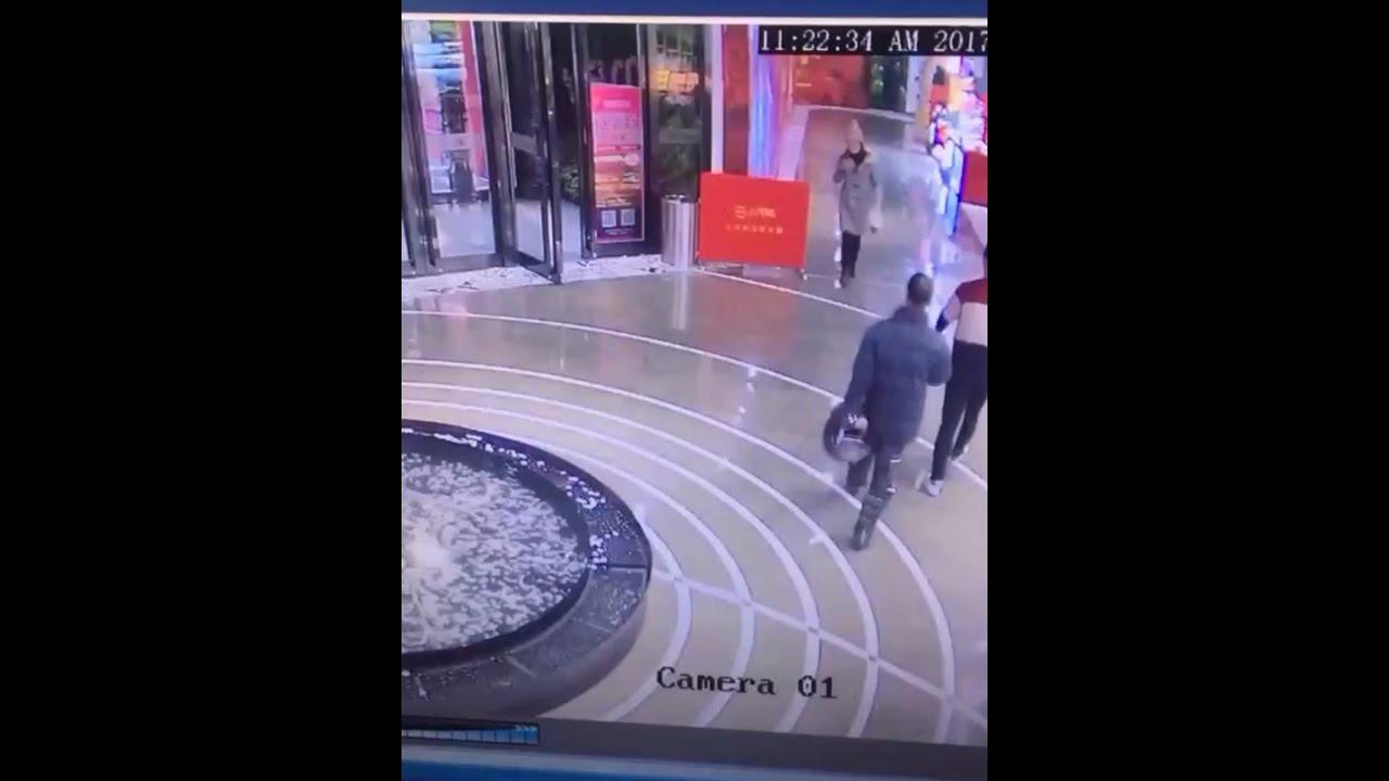 devushka-fontan-video-lyubitelskaya-orgiya-podborka