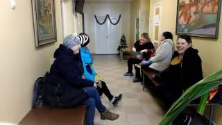 Беременные женщины ждут врача