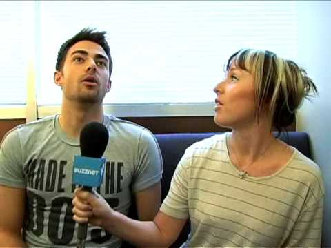 "Jonathan Bennett Does A ""Nice"" Interview With Buzznet"