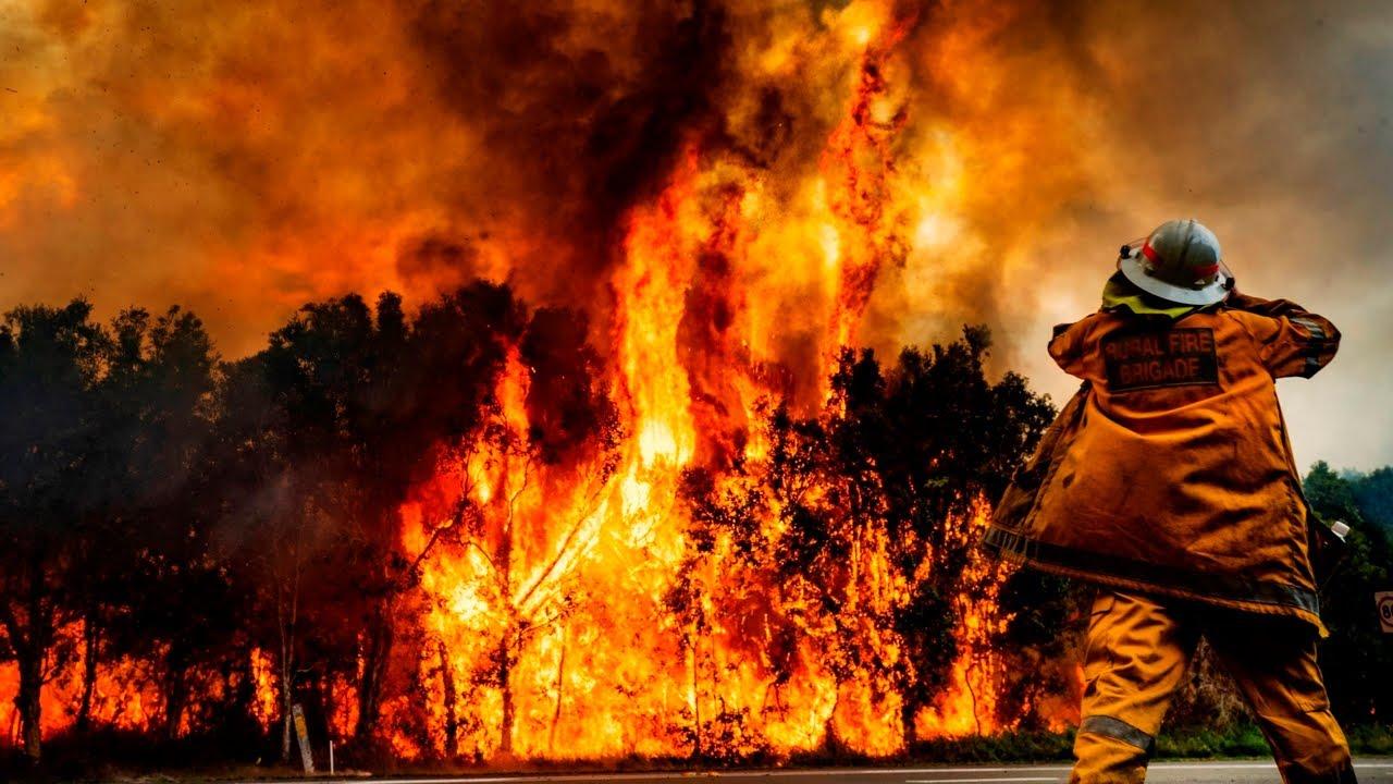 Four Nsw Fires Burning At Emergency Level Youtube