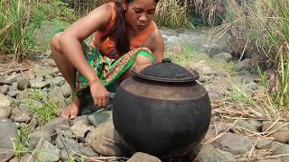 Survival skills:find eel   by hand  - burn with banana tree eating delicious #30