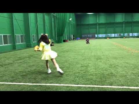 山本彩のプロ野球始球式 投球練習