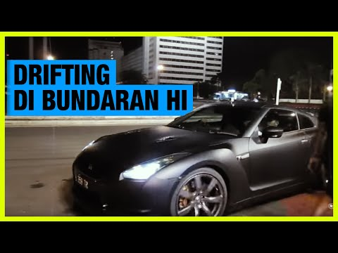 Rifat Sungkar, Catatan Si Boy Drift Bunderan HI