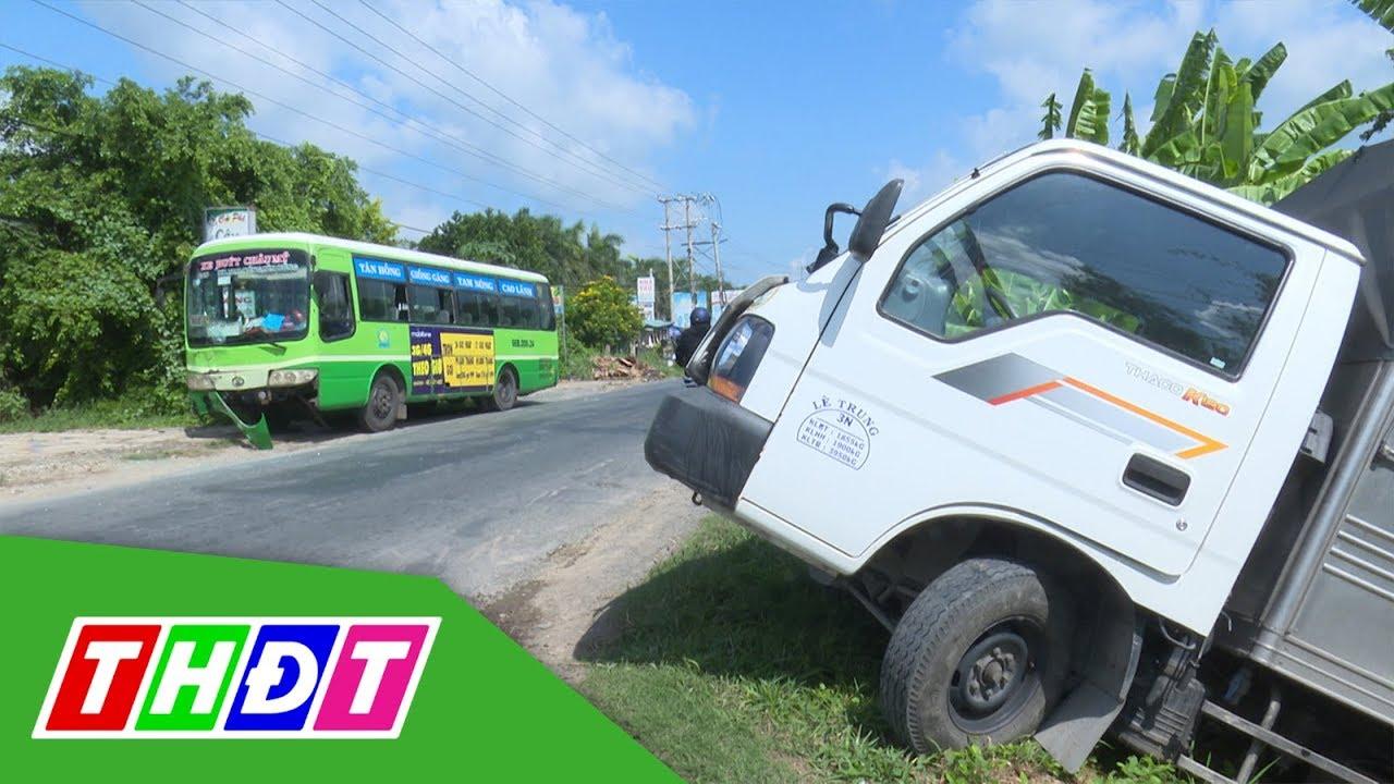 Thanh Bình: Xe buýt tông xe tải, nhiều hành khách hốt hoảng   Hyundai Việt Hàn