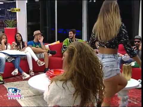 Liliana SS5 provoca a Vânia S5 com dança sensual e puxão nos cabelos