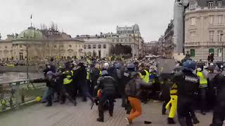Yellow Vests skirmish with French police
