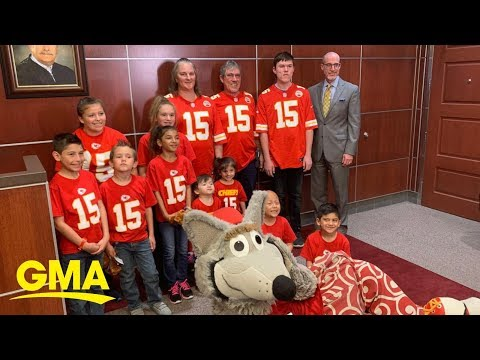 The Mo & Sally Show - Couple With 10 Kids Adopt 7 More Siblings So They Don't Get Separated