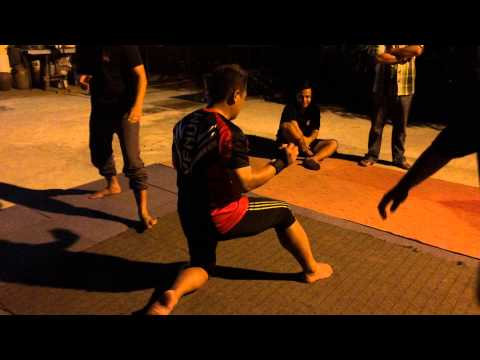 Martial Arts inner strength technic by Brunei Silat Betawi 3. Demo Ketahanan Fizikal.