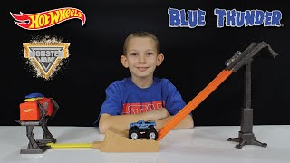 Hot Wheels MONSTER JAM Off-Road Smash-Up Station with BLUE THUNDER