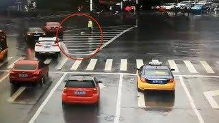 Driver tosses umbrella to rain-soaked policeman