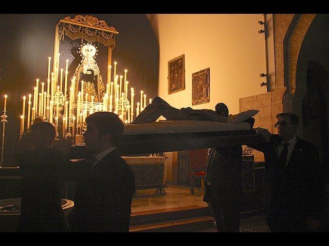 Vídeo: Solemne Viacrucis de la Cofradía de la Soledad en la iglesia de Santiago