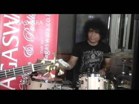 Zivilia - Aishiteru 2 ( Live In Lounge NS ) - Official Music Video