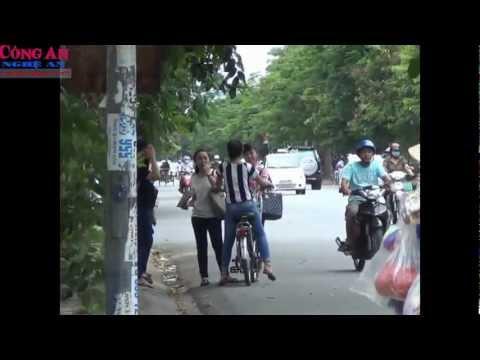 Xử lý nghiêm học sinh đi xe điện không đội mũ bảo hiểm
