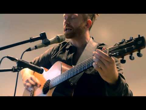 Newton Faulkner - Far To Fall (Acoustic)