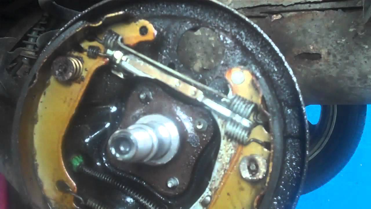 How To Replace A Leaky Brake Cylinder On A Renault Clio
