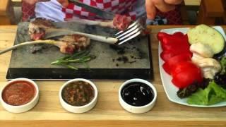 Мясо на вулканическом камне Wood Luxury Open Air Cafe