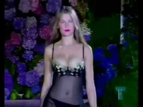 LAETITIA CASTA CATWALK VICTORIA'S SECRET 19972000.