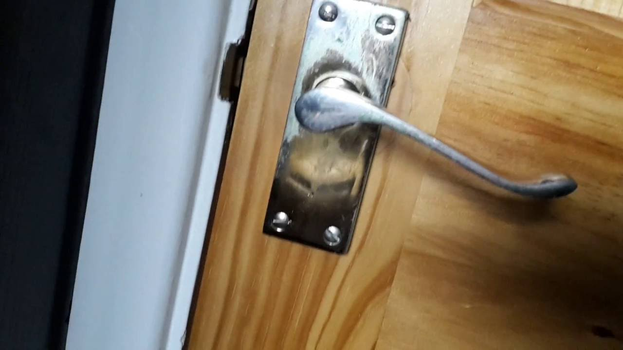 How To Emergency Exit A Room With A Broken Door Handle