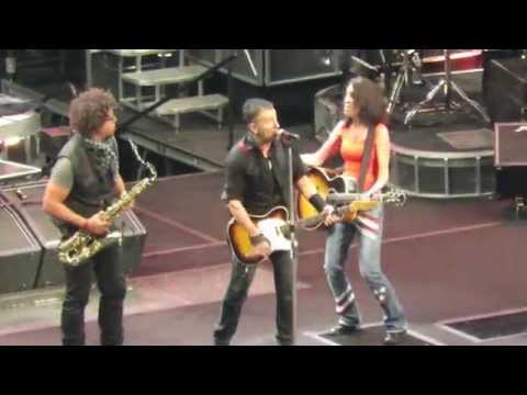 Bruce Springsteen Young Fan Gets Guitar From Bruce