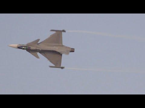 Sweden's Saab JAS 39 Gripen Flies at Dubai Airshow – AINtv