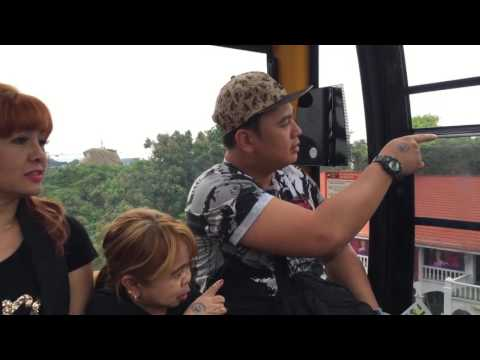 Mae Rivera & Mahal in Singapore cable car