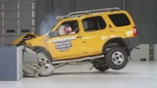 2000 Nissan Xterra moderate overlap IIHS crash test