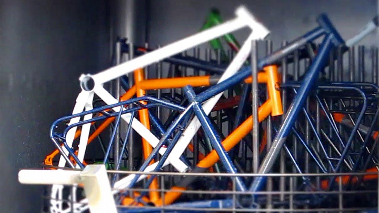 Spritzentlacken von Fahrradrahmen. - YouTube