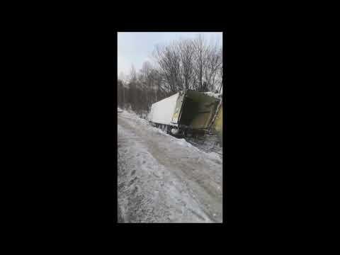 Вытаскивание рефкамеры из кювета трасса Байкал