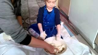 Biricik torunum Melisa Naz kurabiye yapıyor