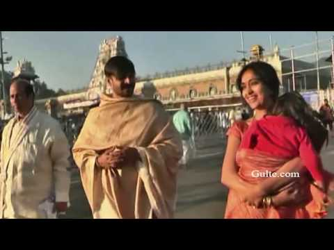 Vivek Oberoi with his wife at Tirumala - Gulte.com