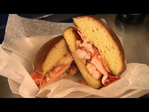 Chicago's Best Lobster Roll: The Happy Lobster Truck