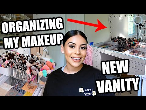 NEW VANITY IS HERE + ORGANIZING MY MAKEUP COLLECTION 🤩