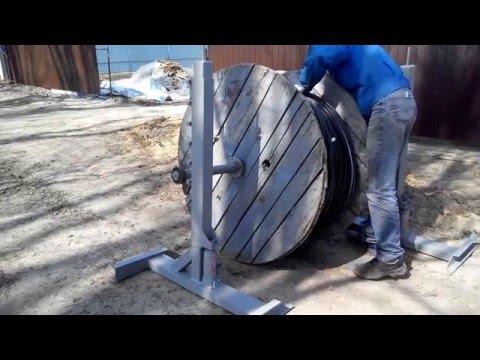видео: Размотка кабеля с помощью кабельных домкратов.