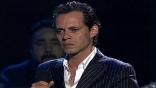 Marc Anthony canta