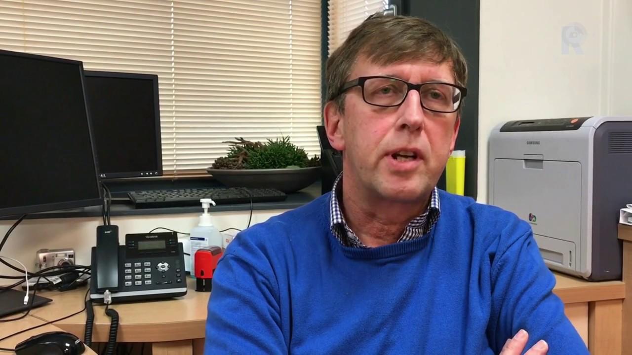 Huisarts Dick Kruijthoff uit Bleksensgraaf zoekt mensen die na gebed zijn  genezen - YouTube