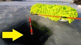 Рыбалка по тонкому льду БУХОЙ сосед уходит на 16 минуте под берегом