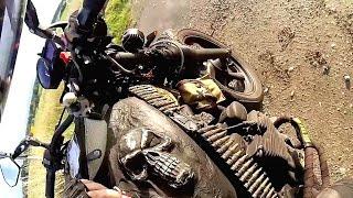 Motorradfahrer erlebt böse Überraschung (und zeigt, dass er Eier hat)