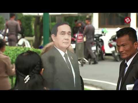 Tayland baş naziri jurnalistlərə maketi ilə danışmağı məsləhət görüb