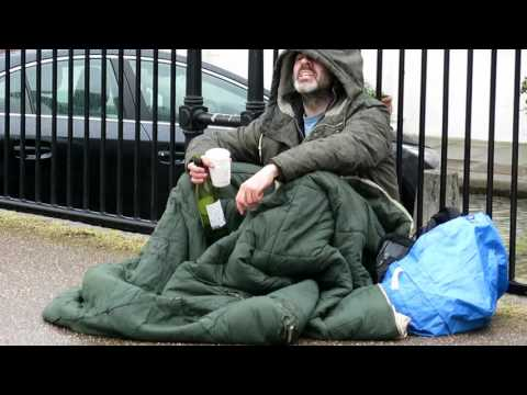 Beggar recites Shakespeare - Globe Theatre - London
