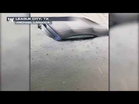 Family escapes flooded home in League City, TX after Harvey