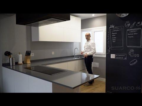 Video de cocinas modernas blancas abiertas al salon con