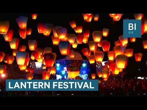 People launch hundred of lanterns to celebrate mid-autumn in Taiwan